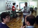 ai-a-galera-trabalhando-douglas-fazendo-entrevista-e-taine-filmando-comunicacao-ativa